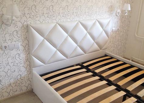 Кровать с красивым изголовьем в Чебоксарах