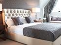 Фотография №29 интерьер спальни кровать с каретной стяжкой
