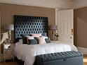 Фотография №41 интерьер спальни кровать с каретной стяжкой